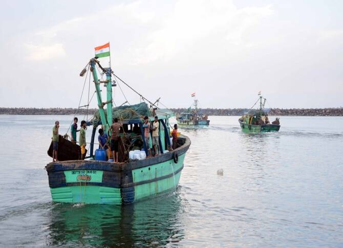 rameshwaram, chennai high court, firing on tamilnadu fishermen, inquiry by DSP, indian coast guard, tamilnadu government, tamilnadu fishermen