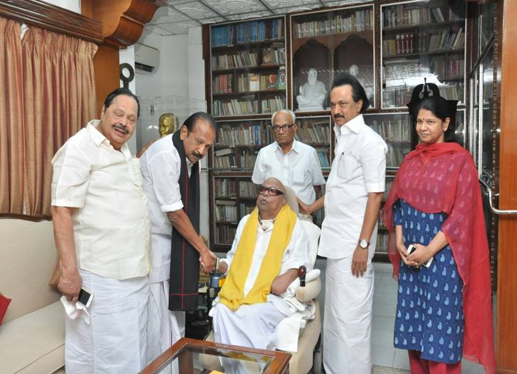 dmk chief karunanidhi, mdmk general secretary vaiko, kanimozhi karunanidhi, m.k.stalin, vaiko-karunanidhi meet