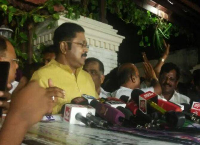 AIADMK, It Raid in Chennai, Jaya TV Office, IT Raid in Kodanadu Estate, Thanjavur, Viduthalai Chiruthaigal Katchi, BJP,Pooja
