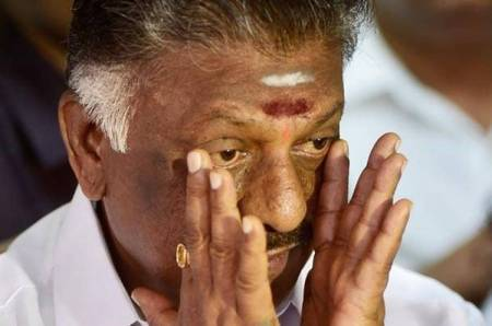 Tamil Nadu AIADMK MLAs disqualification case, karnataka crisis, supreme court of india, ஓ.பன்னீர்செல்வம் வழக்கு