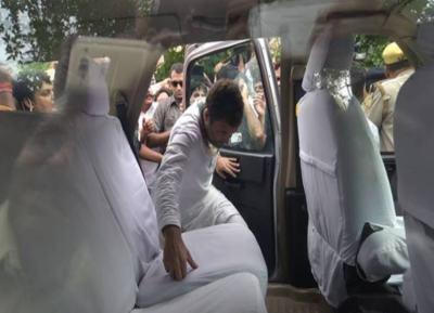 ராகுல் காந்திக்கு வைரஸ் காய்ச்சல்! காங்கிரஸ் காரிய கமிட்டி கூட்டத்தில் 'ஆப்சென்ட்'