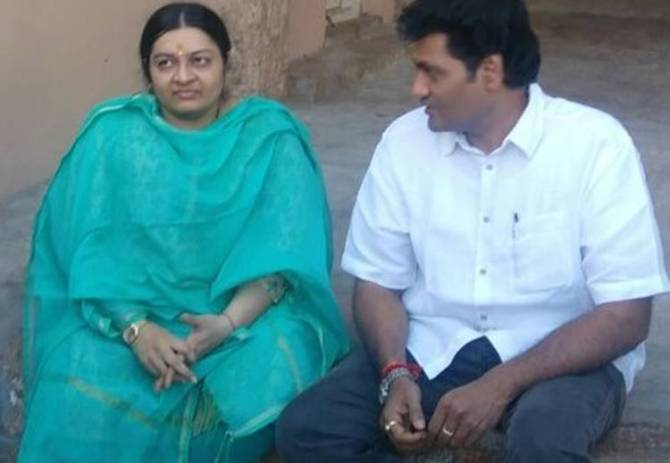 j.deepa joins with madhavan, aiadmk j.deepa faction, j.deepa, srirangam temple