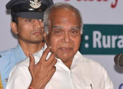 Banwarilal Purohit Apology With Women Journalist, pat on the cheek issue