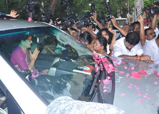 v.k.sasikala, tamilnadu government, parole for v.k.sasikala, v.k.sasikala tour to bengaluru, bengaluru parappana agrahara jail, ttv dhinakaran