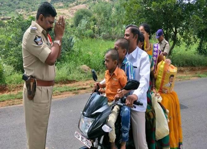 policeman, traffic offender, Andhra Pradesh policeman, Anantapur,