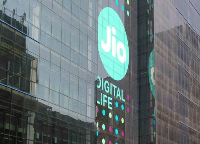 Reliance Jio introduces 30 minutes free IUC talk time offer