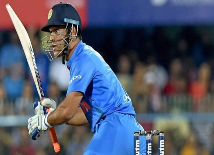 Dhoni, Running, India vs Australia