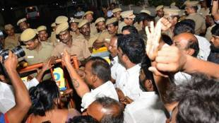 j.jeyalalitha, aiadmk, poes garden, income tax department, IT raids, tamilnadu government, vk sasikala, ttv dhinakaran, vivek jeyaraman