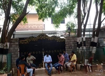 , sasikala family raided, TTV dhinakaran, jayalalitha, VK Sasikala