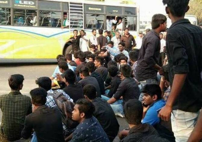 Bus Fare Hike, College Students 4th Day Protest
