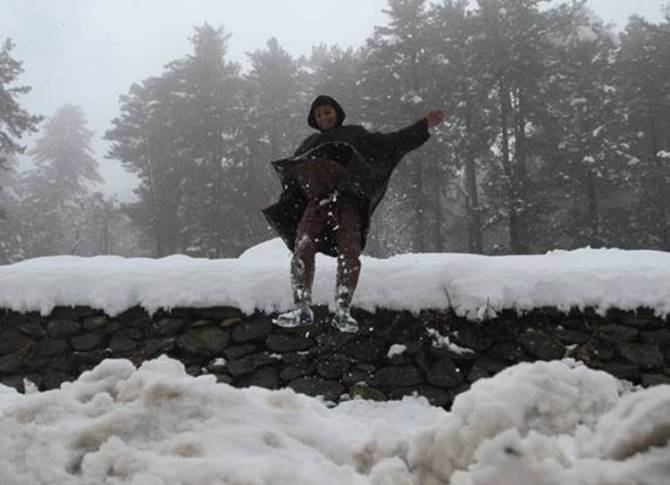 SNOWFALL IN VALLEY