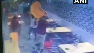 delhi hotel clash