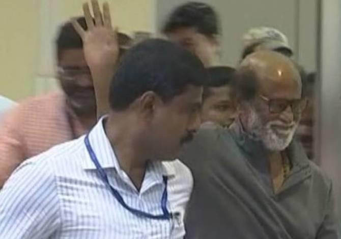 Rajinikanth Returns From America, Meeting With Fans