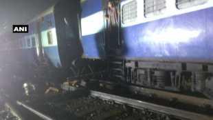 howrah express derailed