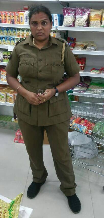 lady police steal in supermarket