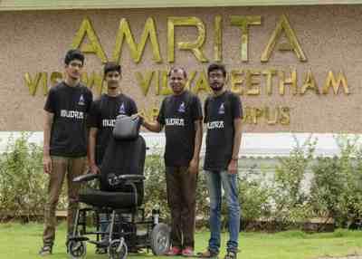 இந்தியாவின் முதல் ஆட்டோமேட்டிக் வீல்சேர் – கோவை மாணவர்களின் புதிய கண்டுபிடிப்பு