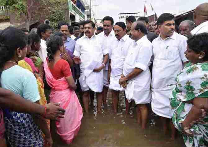 Kerala Floods, AIADMK MP's-MLA's One Month Salary To Kerala Flood Relief, கேரளா வெள்ளம், தமிழ்நாடு உதவி, கேரளா வெள்ள நிவாரணம், அதிமுக எம்.பி.-எம்.எல்.ஏ.க்கள் ஒரு மாத சம்பளம் உதவி