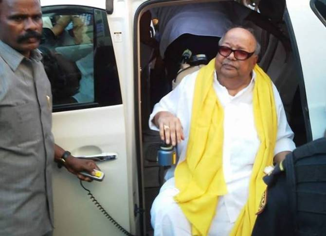 M Karunanidhi, M Karunanidhi Health, Karunanidhi Health News Today, Kalaignar Karunanidhi Live, DMK Chief Karunanidhi Health Today, கருணாநிதி, கருணாநிதி உடல்நிலை