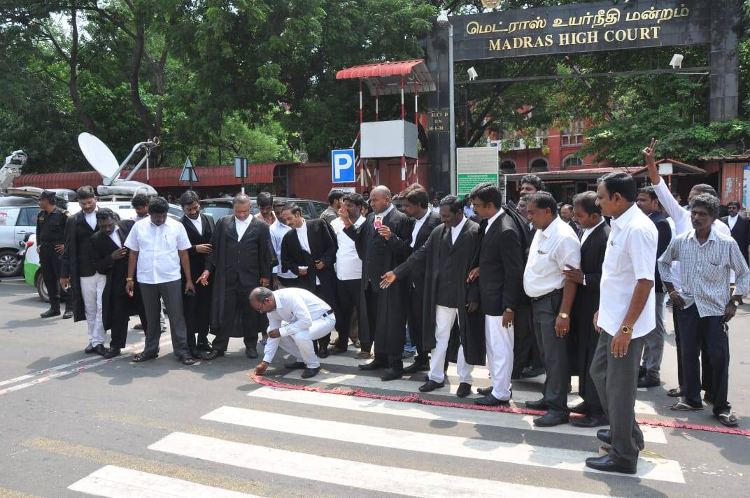 18 MLA case verdict celebration, 18 எம்.எல்.ஏக்கள் தகுதி நீக்கம் தீர்ப்பு