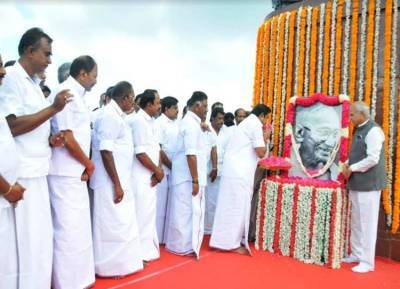 மகாத்மா காந்தி 150வது பிறந்தநாள்: ஆளுநர், முதல்வர் மரியாதை
