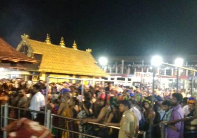 sabarimala women entry, sabarimala temple images, sabarimala temple, சபரிமலை சர்ச்சை, சபரிமலை போராட்டம், சபரிமலை பெண்களுக்கு அனுமதி