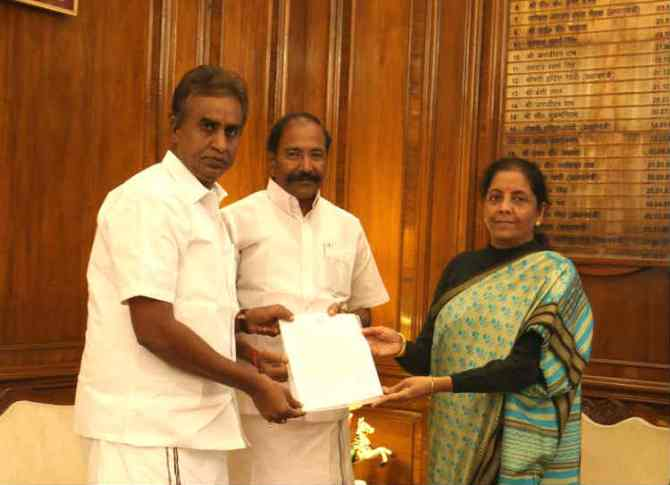 TN Minister thangamani and velumani visit defence minster nirmala sitaraman, தமிழக அமைச்சர்கள் தங்கமணி மற்றும் வேலுமணி