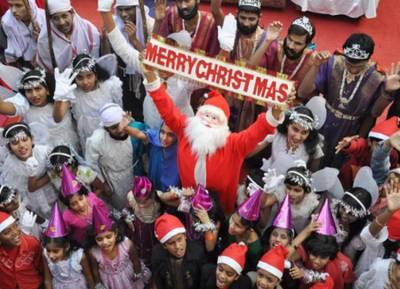 Christmas celebration 2018 prayers at church - தமிழகமெங்கும் களைக்கட்டிய கிறிஸ்துமஸ் கொண்டாட்டம்: தேவாலயங்களில் சிறப்பு திருப்பலி