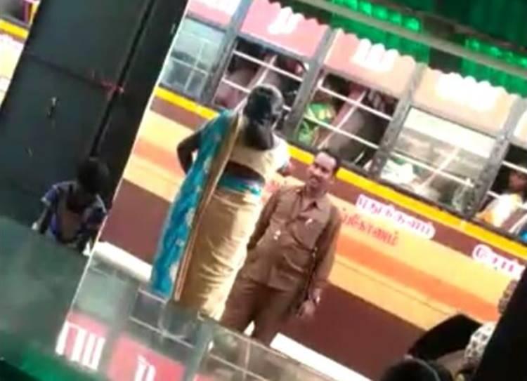 Sivagangai Bus conductor assaulted women video - குழந்தையுடன் சென்ற பெண்ணை தாக்கிய பேருந்து நடத்துனர்! அதிர்ச்சி வீடியோ சிவகங்கை
