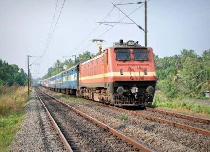 Coimbatore train accident 4 engineering students killed