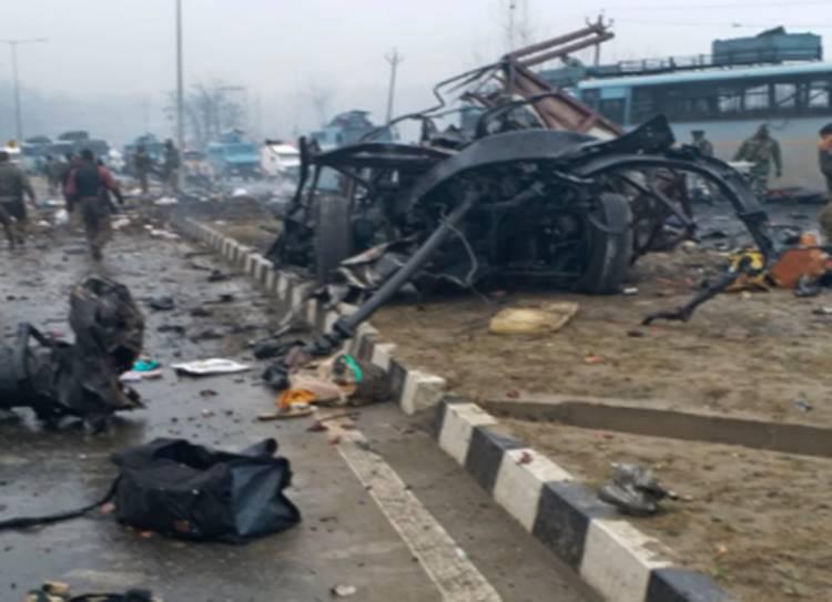 Awantipora attack 18 CRPF personnel killed, several injured; JeM claims responsibility - ஜம்மு-காஷ்மீரில் தீவிரவாதிகள் திடீர் தாக்குதல்! 18 சிஆர்பிஎஃப் வீரர்கள் பலி!