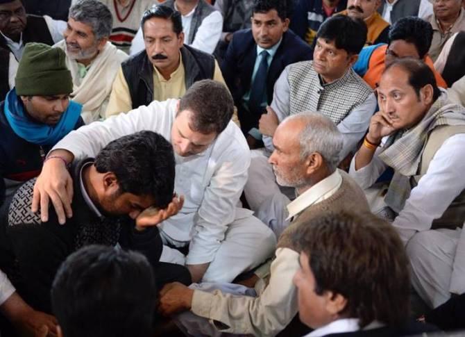 Rahul Gandhi Priyanka Gandhi Pays tribute