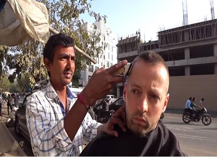 Unbelievable But True! This Norwegian YouTuber Paid ₹28000 For a Haircut In Ahmedabad - நேர்மைக்கு கிடைத்த பரிசு! தலைக்கு வந்தது கிரீடத்தோடு போனது!