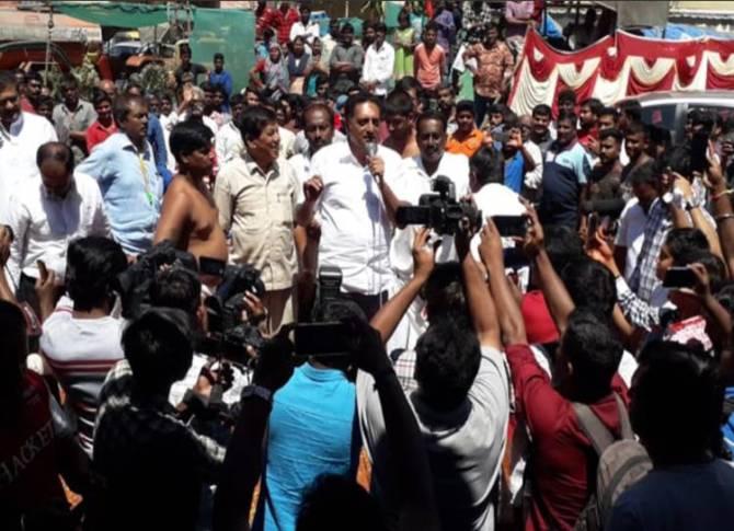 Actor Prakash raj lok sabha election 2019 karnataka - நடிகர் பிரகாஷ் ராஜின் தேர்தல் வியூகம், தமிழர்களை குறிவைத்து பிரச்சாரம்!