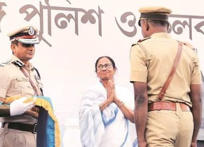 மம்தா தர்ணா :  5 காவல்துறை அதிகாரிகள் மீது நடவடிக்கை  எடுக்க உத்தரவு