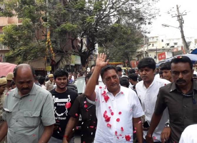 Election 2019 Prakash Raj campaigning