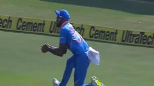 Vijay shankar catch India vs australia 1st ODI - டீப் மிட் விக்கெட்டில் விஜய் ஷங்கரின் வாவ் கேட்ச்! கொண்டாடிய தோனி, கோலி!