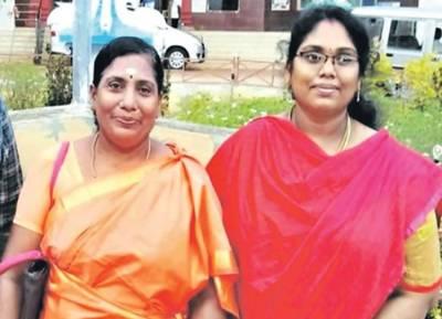 TNPSC group 4 result mother and daughter cleared in same attempt Theni - தாய்க்கும், மகளுக்கும் ஒருசேர அப்பாயின்ட்மெண்ட் ஆர்டர்! டிஎன்பிஎஸ்சி தேர்வு முடிவில் சுவாரஸ்யம்!