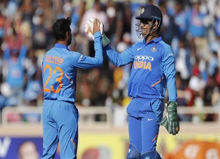 WATCH: MS Dhoni, Ravindra Jadeja pull off sensational run out in Ranchi - மேக்ஸ்வெல் ரன் அவுட், தோனி ரன் அவுட், ஜடேஜா ரன் அவுட், இந்தியா vs ஆஸ்திரேலியா