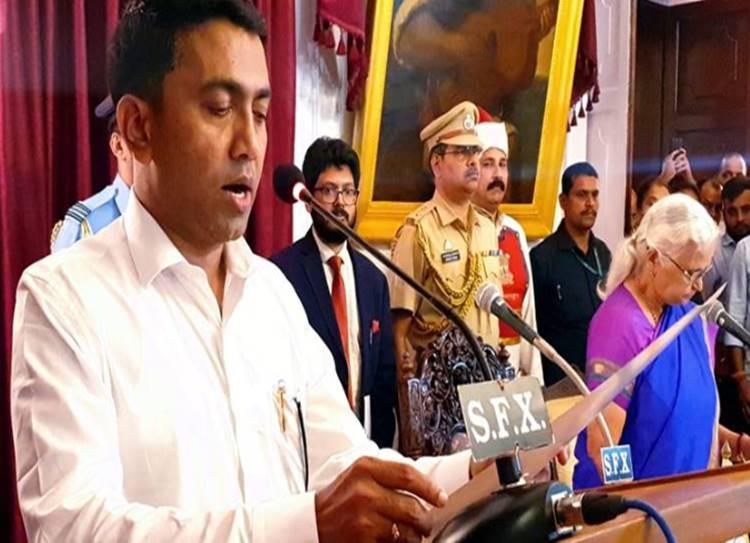 Pramod Sawant is Manohar Parrikar's successor, takes oath as new Goa CM - கோவா புதிய முதல்வரானார் பிரமோத் சாவந்த்! நள்ளிரவில் நடந்த பதவியேற்பு!