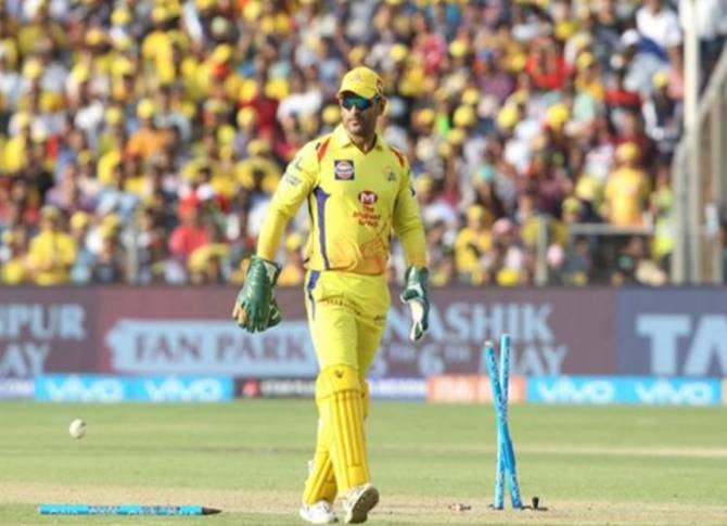 IPL 2019 Csk song - 'இது சிஎஸ்கேவுக்கு சமர்ப்பணம்' - மாஸ் காட்டிய ரசிகர்கள்! (வீடியோ)