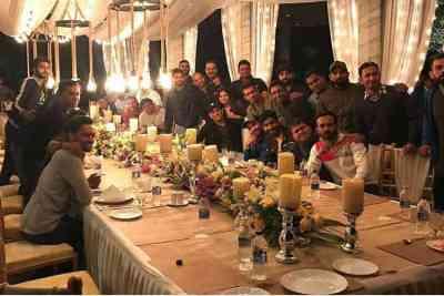 Sakshi Dhoni host Indian cricket team, மகேந்திர சிங் டோனி, ராஞ்சி