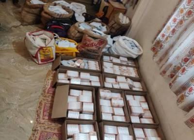 Income Tax Department Raid Vellore, High amount of money seized in IT Raid at Vellore constituency cement godown - வேலூர் சிமெண்ட் குடோனில் கோடிக்கணக்கில் சிக்கிய பணம்! வெளியான பரபரப்பு வீடியோ