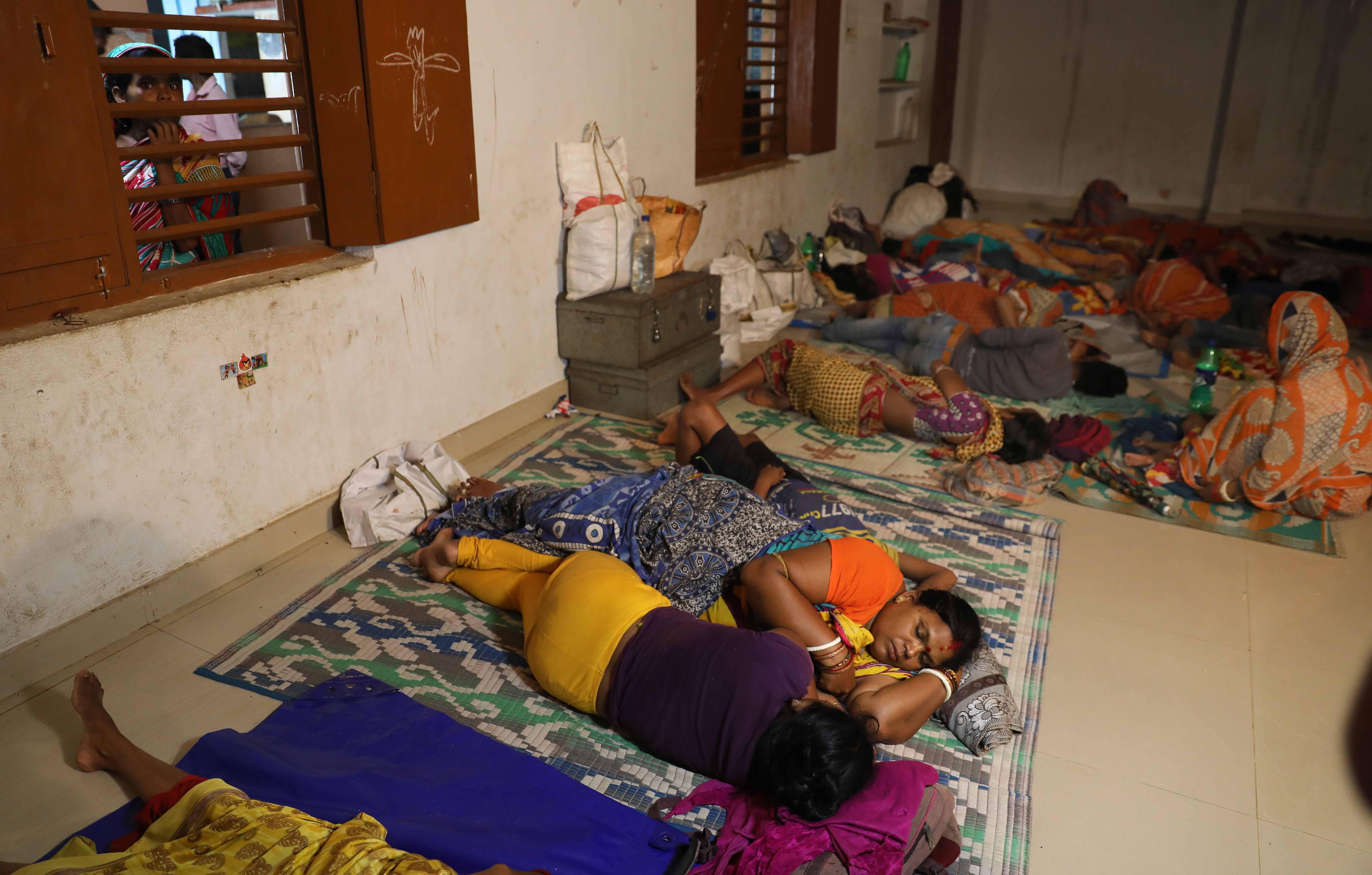 முகாம்களில் மக்கள்
