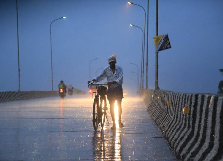 Chennai weather today latest forecast updates heavy rain alert