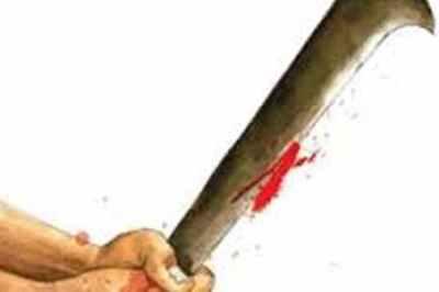 அதிவேகமாக இருசக்கர வாகனம் ஓட்டியதை தட்டிக் கேட்டதால் 2 பேர் வெட்டிக் கொலை