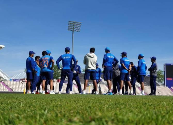 virat kohli left thumb injury ind vs sa cwc 2019 - World Cup 2019: சிக்கலில் விராட் கோலி... கட்டை விரலில் காயம்! No.3க்கான பேக்-அப் பேட்ஸ்மேன் யார்?