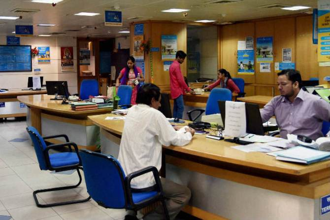 RBI new guidelines - resolve customer complaint with in five says - or rs. 100 penalty per day