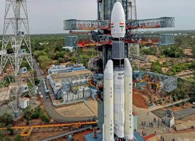 Before Chandrayaan 2 ISRO asks Indians what will you take to the moon - 'நிலவுக்கு என்னென்ன எடுத்துச் செல்ல வேண்டும்?' - சந்திரயான் 2 ஏவுவதற்கு முன்பு இஸ்ரோ கேள்வியும், சுவாரஸ்ய பதில்களும்!
