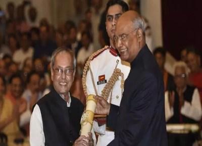 Pranab Mukherjee receives Bharat Ratna from President Kovind video - முன்னாள் ஜனாதிபதி பிரணாப் முகர்ஜிக்கு பாரத ரத்னா வழங்கிய இந்நாள் ஜனாதிபதி! (வீடியோ)