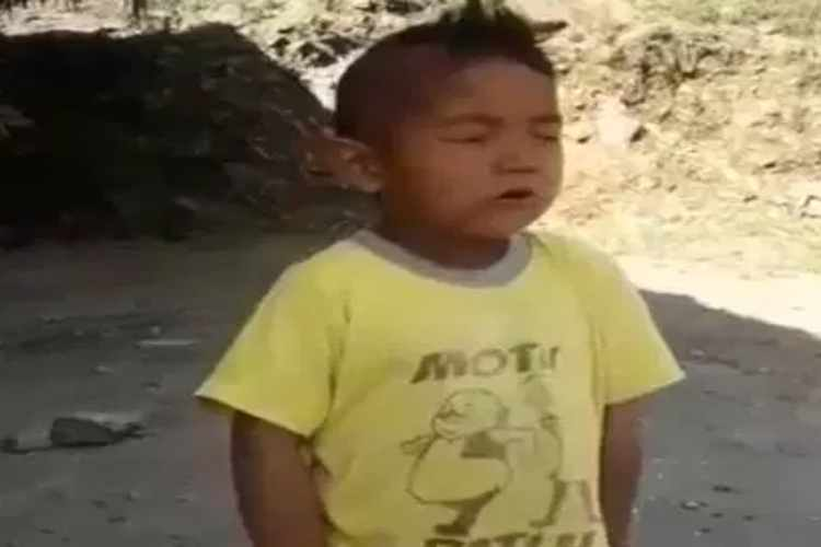 arunachal boy singing national anthem, boy singing national anthem